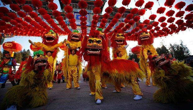 Perayaan Ritual Imlek di Klenteng Hok Lay Kiong
